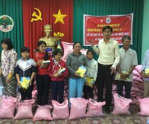 TBT hỗ trợ đồng bào bị bão lụt ở các huyện xã trong tỉnh Quảng Ngãi